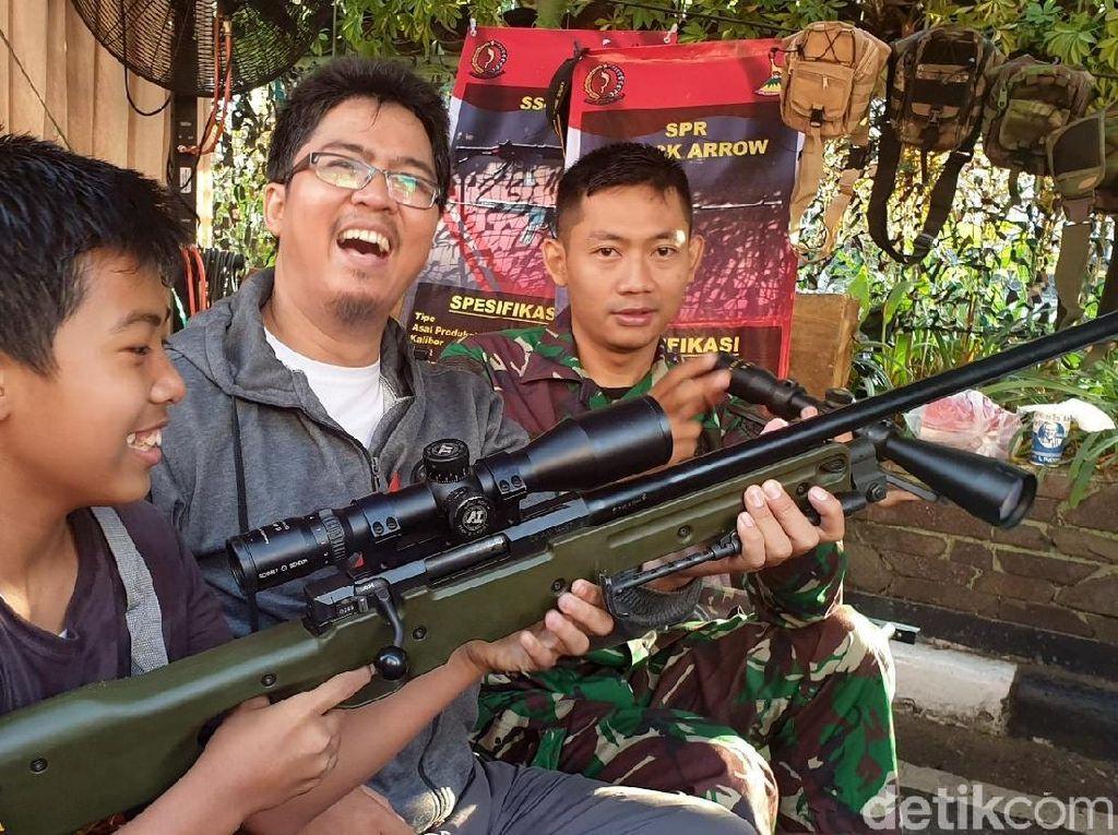 Gandrung Battle Royale, Remaja Kerubuti Stan TNI di Sukabumi