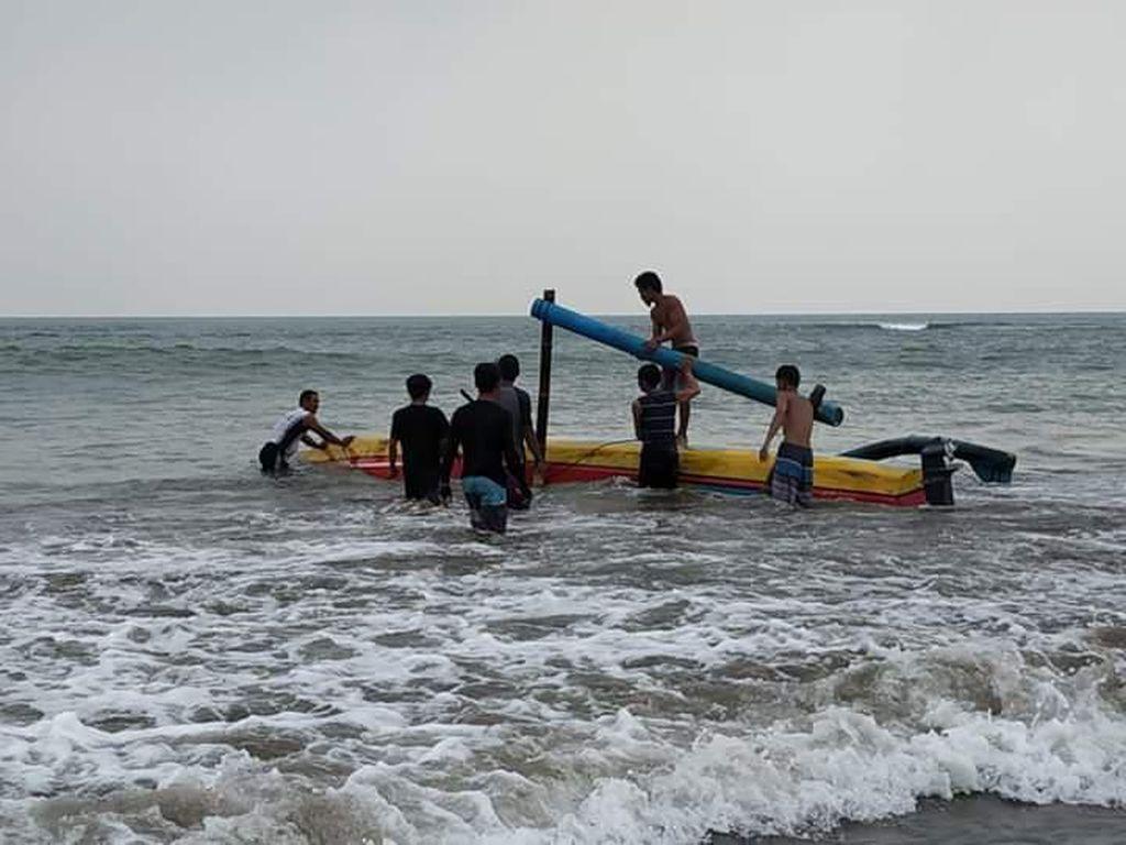 Perahu Terbalik di Anyer, Seorang Wisatawan Tewas Tenggelam