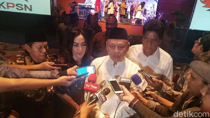 Ketua KPSN Suhendra Hadikuntono mendesak PSSI secepatnya menggelar pemilihan ketua umum. (Foto: Amalia Dwi Septi/detikSport)