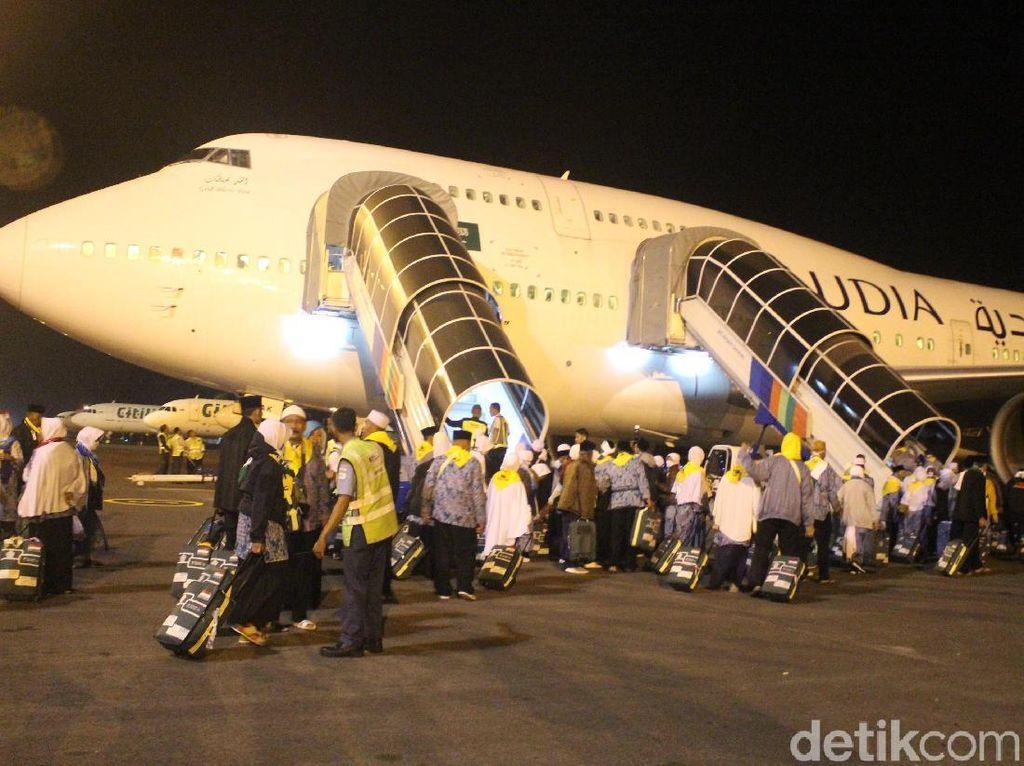 Calhaj Kloter Pertama Embarkasi Surabaya Berangkat dari Bandara Juanda