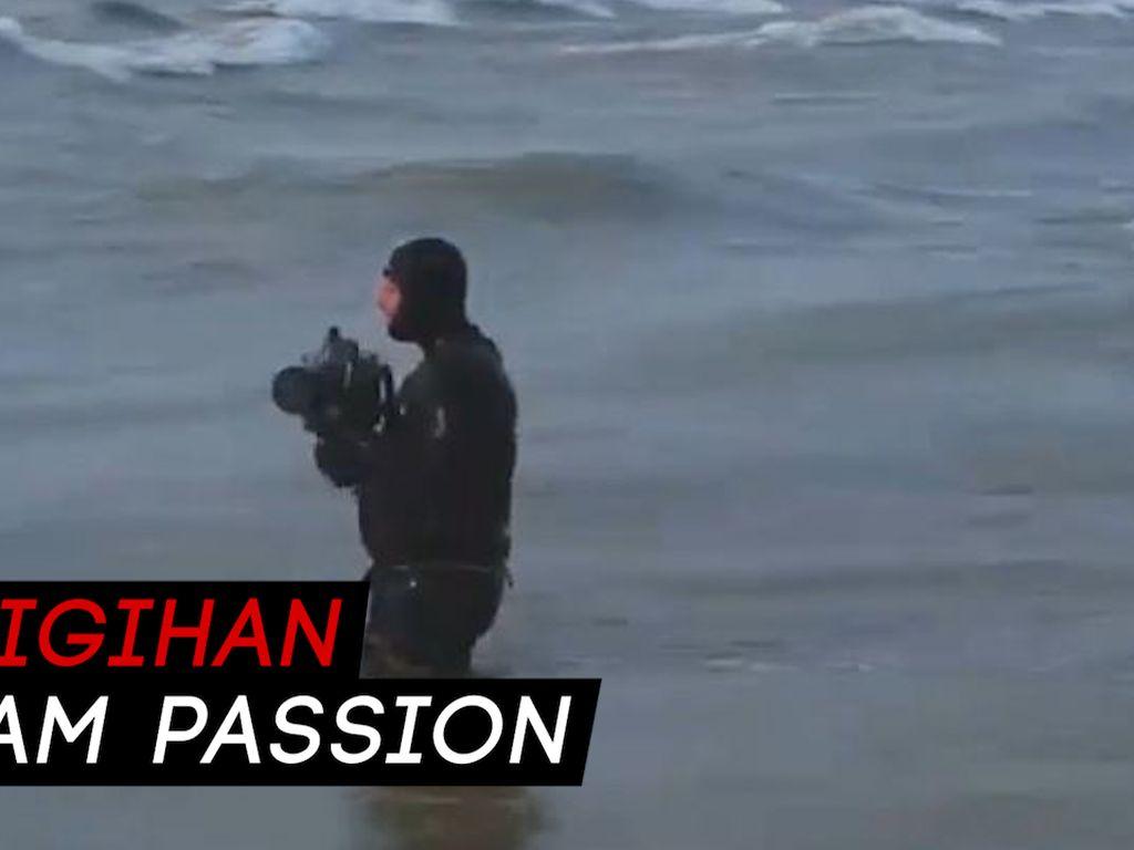 Demi Karya, Fotografer Kanada Ini Terjang Ombak