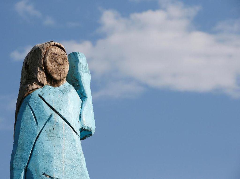Ada Patung Raksasa Melania Trump dari Kayu, Bagaimana Menurutmu?