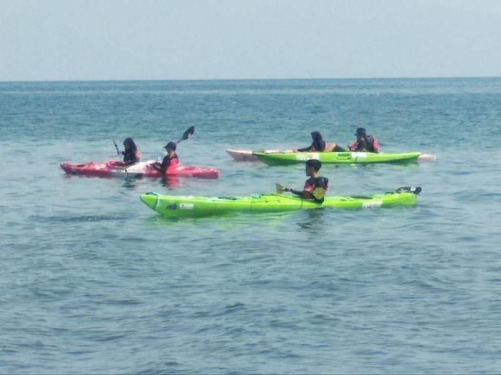 Siswa SMAN 28 Jakarta Ikuti Ekspedisi Kayak Pecahkan Rekor MURI di Danau Toba