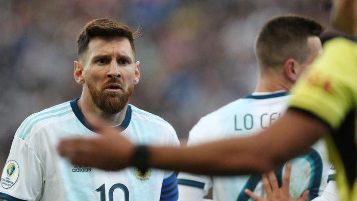 Lionel Messi disemprot pelatih Brasil, Tite. (Foto: Amanda Perobelli / Reuters)
