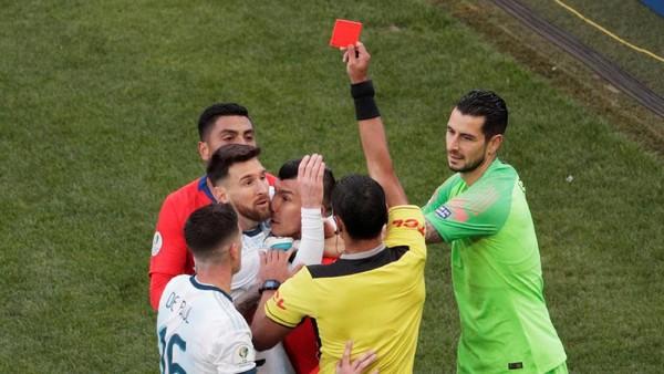 Lionel Messi kembali menerima kartu merah setelah terakhir kali pada 2005. (Foto: Ueslei Marcelino/Reuters)