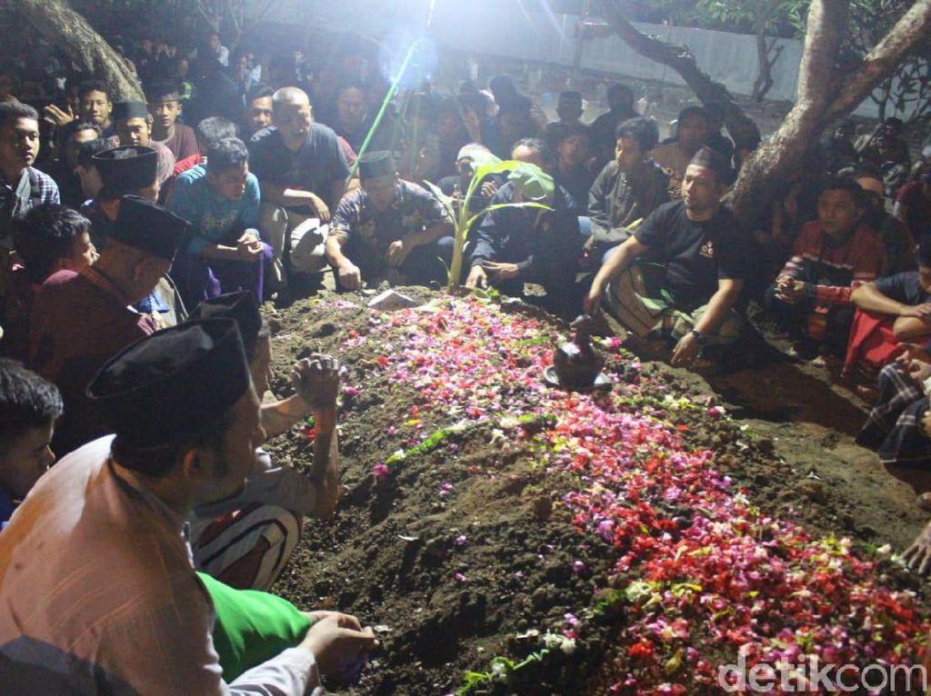 Usai Disalatkan, Jenazah Toriq Pelajar Hilang di Bukit Piramid Dimakamkan
