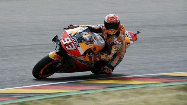 Marc Marquez semakin menjauh di posisi terdepan. (