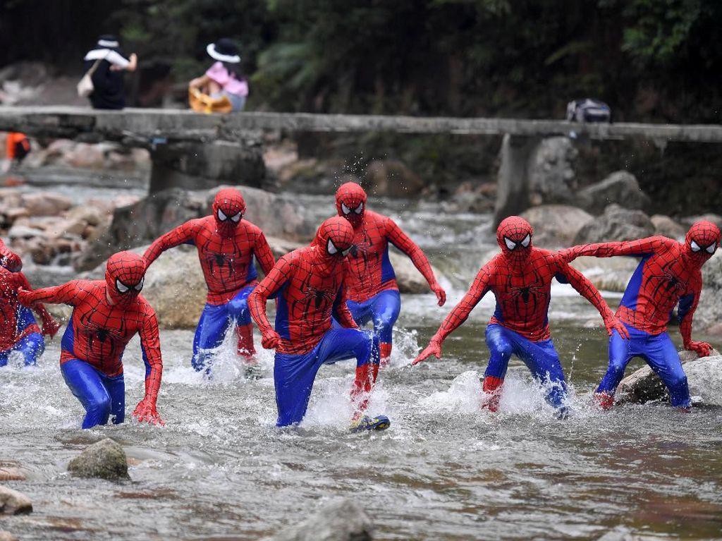 Belum Lihat Film Baru Spider-Man? Cek Dulu Ragam Cosplay-nya