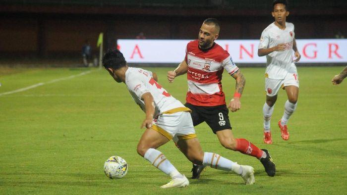 Laga Madura United vs PSM Makassar di leg kedua semifinal Piala Indonesia. (Foto: Saiful Bahri/ANTARA FOTO)