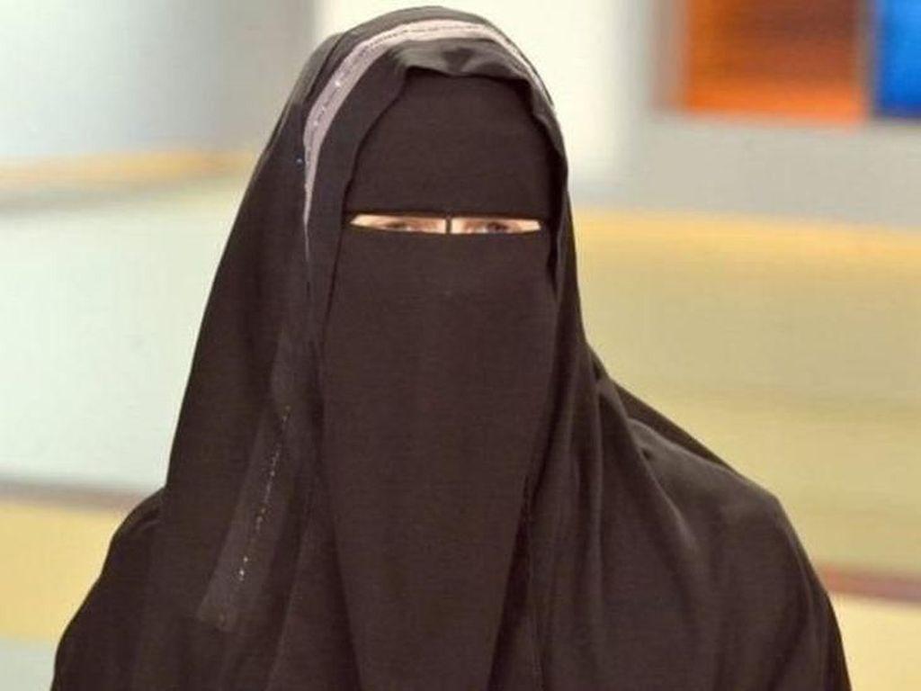 Larangan Niqab di Tunisia Merupakan Reaksi terhadap Bom Bunuh Diri