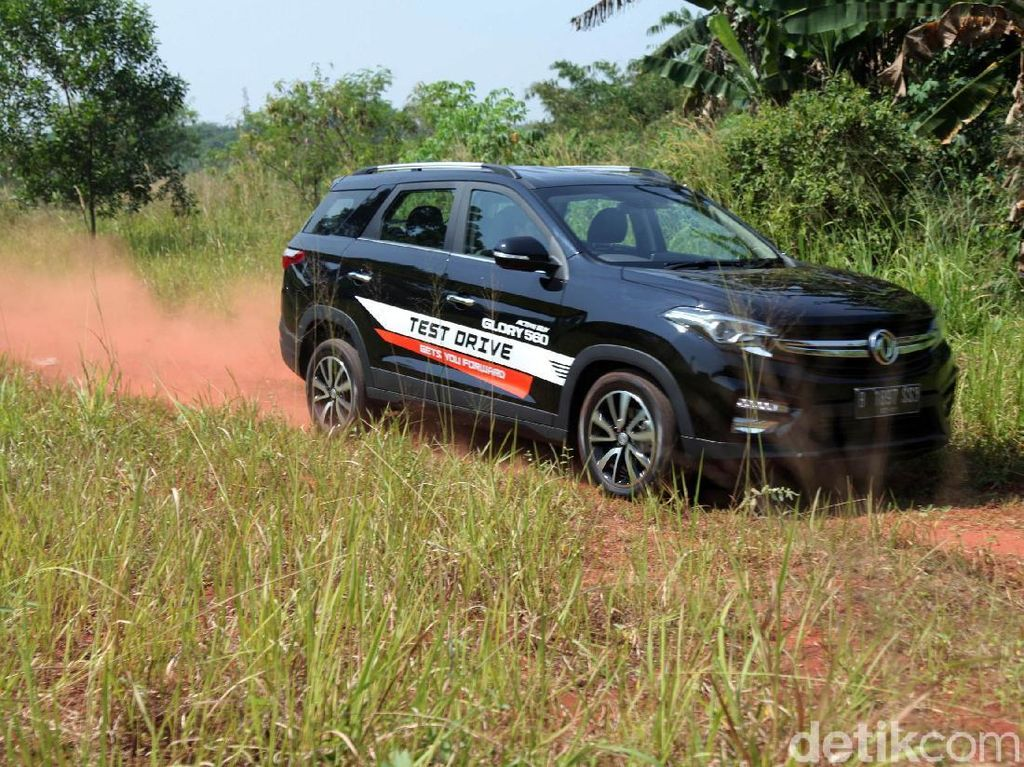 Review DFSK Glory 560, Pesaing Toyota Rush