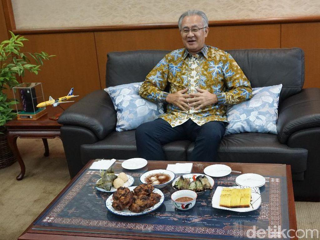 Doyan! Dubes Jepang Masafumi Ishii Cicipi Mie Instan Indonesia