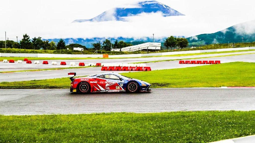 Aksi Rio Haryanto dan David Tjipto Geber Ferrari di Jepang