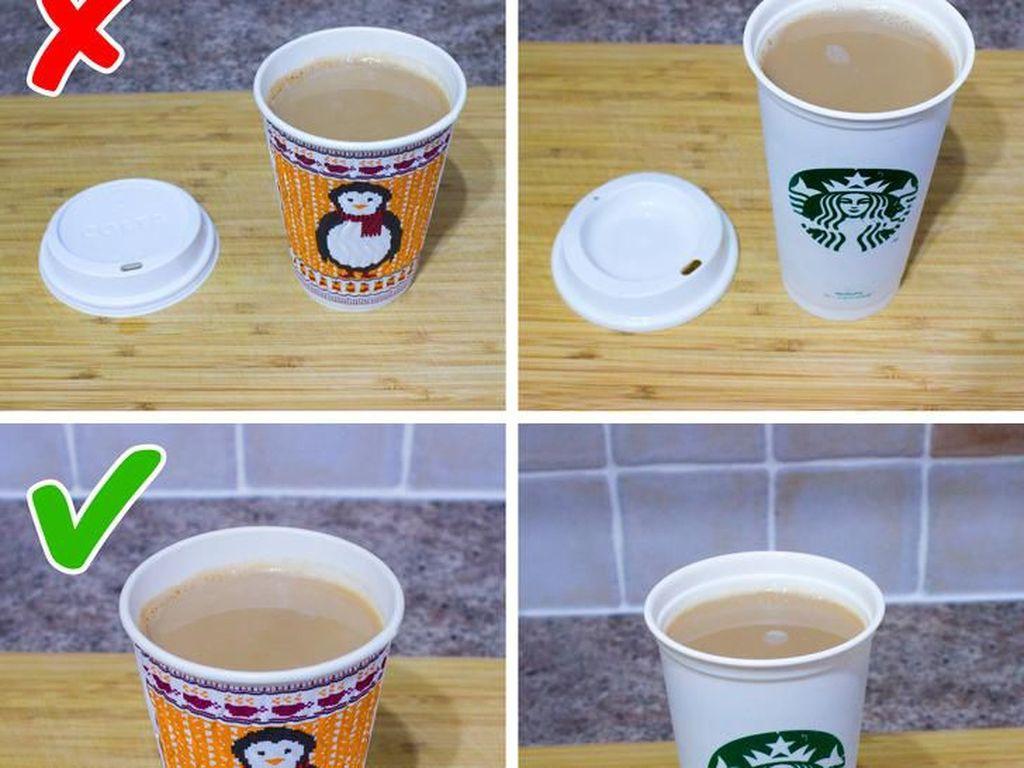 Mirip Lifehack, Ini Cara Tepat Pakai Tutup Paper Cup cs