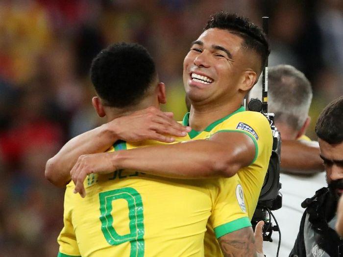 Pemain Brasil, Casemiro, merayakan keberhasilan menjuarai Copa America 2019. (Foto: Ricardo Moraes/Reuters)