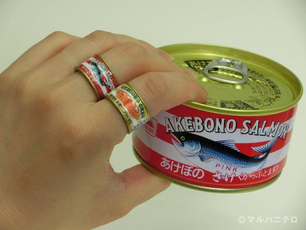Cocok Buat Penggemar Ikan, Cincin Ini Berbentuk Kaleng Ikan