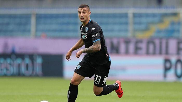 Rekrutan anyar AC Milan, Rade Krunic, punya catatan apik saat membela Empoli (Foto: Gabriele Maltinti/Getty Images)