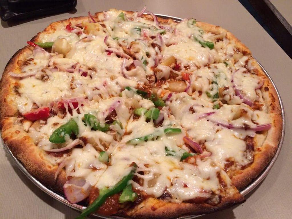 Bisa Gratis Makan Sebulan Kalau Berhasil Habiskan Pizza Super Pedas Ini