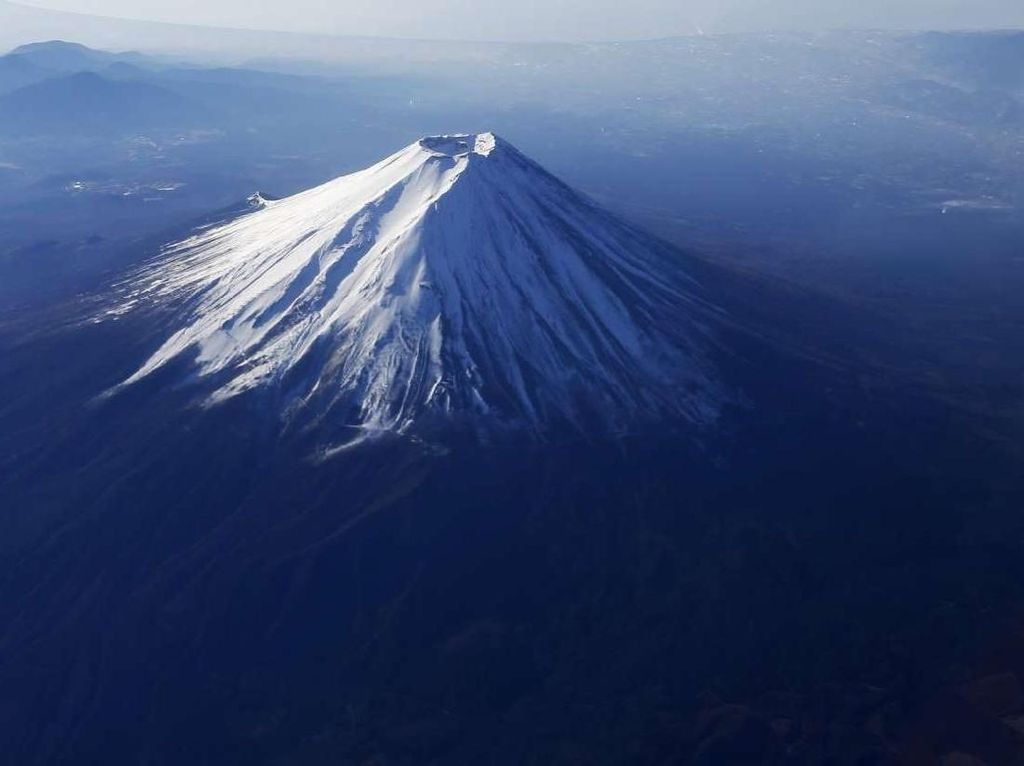 Mendaki Sambil Live-streaming di Gunung Fuji, Pendaki Hilang Usai Terjatuh