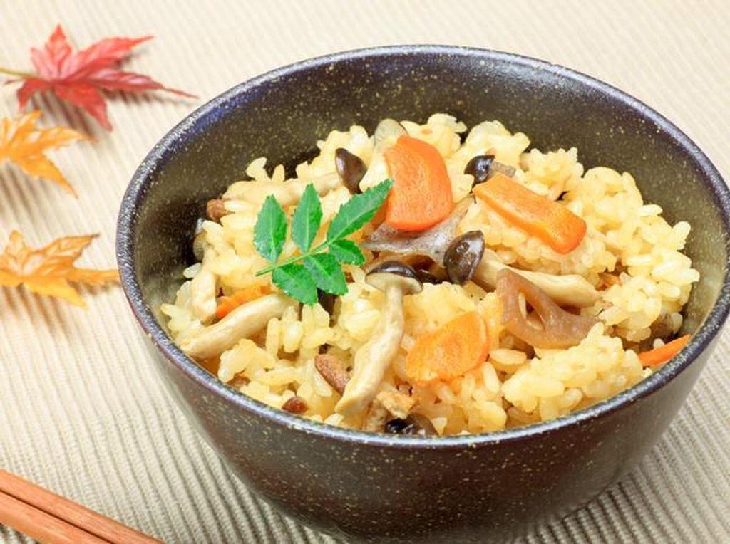 Jepang Punya Donburi hingga Kamameshi, 5 Olahan Nasi yang Pulen Gurih