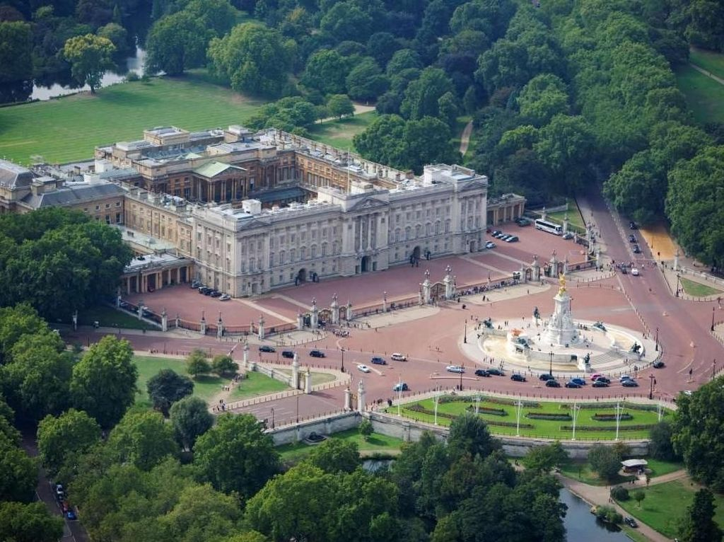Tutup Gegara Pandemi, Istana Buckingham Segera Sambut Turis Lagi
