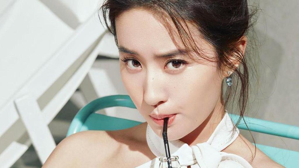 Potret Seru Kulineran Liu Yifei, Aktris Cantik yang Perankan Mulan