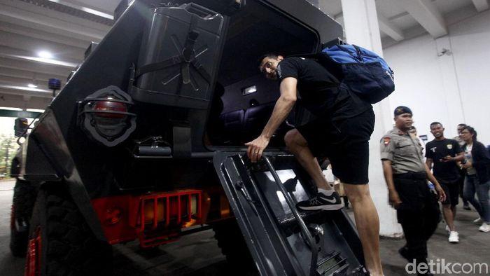 Pemain Persib Bandung diangkut barracuda menuju SUGBK. (Rifkianto Nugroho/detikSport)