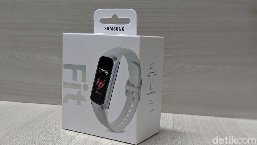 Unboxing Galaxy Fit, Gelang Pintar Samsung Pesaing Mi Band 4