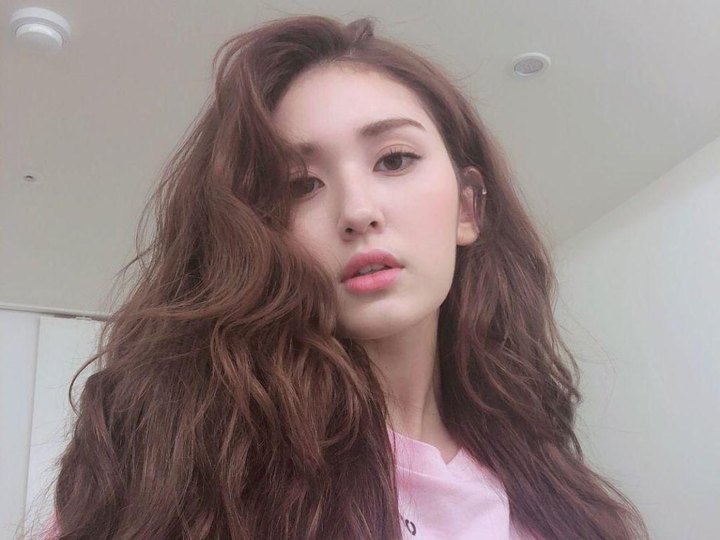 Bintang K-Pop Cantik Melukis di Tas Louis Vuitton, Hasilnya Diledek Netizen