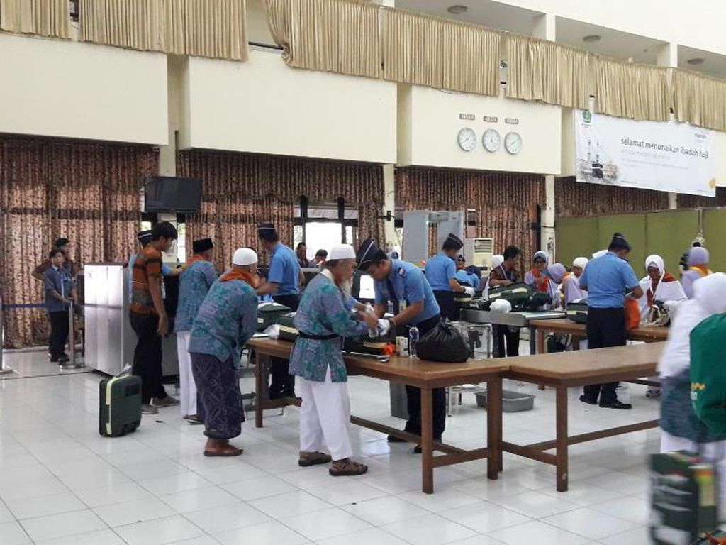 Panitia Haji Bekasi Sita Rice Cooker hingga Rokok dari Calon Jemaah