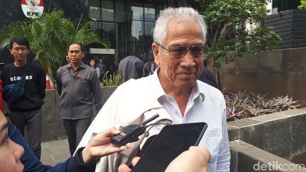 Mantan Ketua Badan Penyehatan Perbankan Nasional (BPPN) Edwin Gerungan usai diperiksa KPK dalam kasus SKL BLBI, Selasa (9/7/2019)