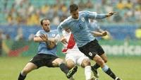 Menjadi partner Coutinho sebagai gelandang tengah daftar ini, Rodrigo Bentacur (Uruguay) membuat rata-rata 3,8 tekel dan 2,3 intersep, plus 61,5 umpan per pertandingan di Copa America. (Wagner Meier/Getty Images)