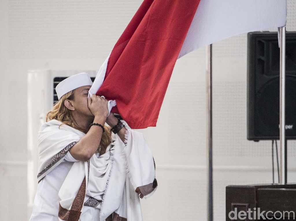 Ini Makna di Balik Aksi Habib Bahar Cium Merah-Putih Usai Vonis
