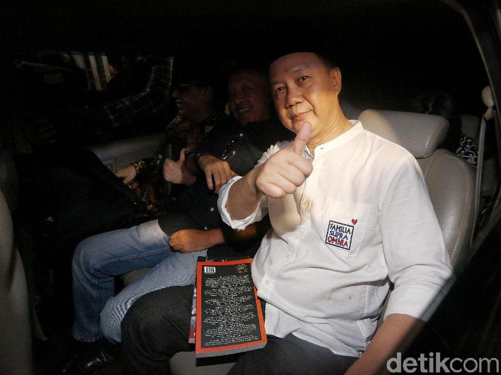 Acungkan Jempol, Syafruddin Bebas dari Rutan KPK