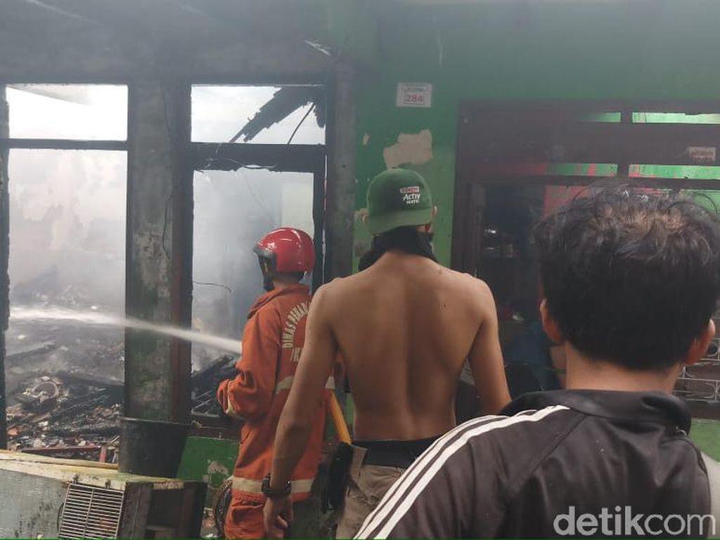 Kebakaran Besar di Tebet Diduga Dipicu Korsleting Listrik
