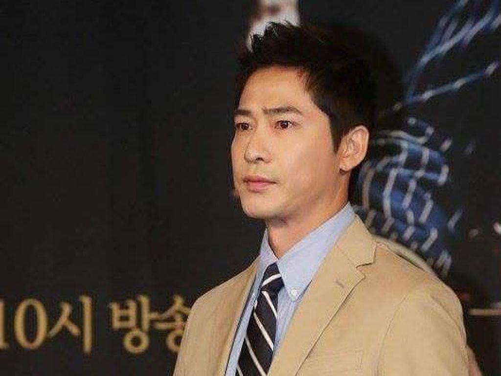 Aktor Kang Ji Hwan akan Jalani Tes Narkoba Terkait Kasus Pelecehan