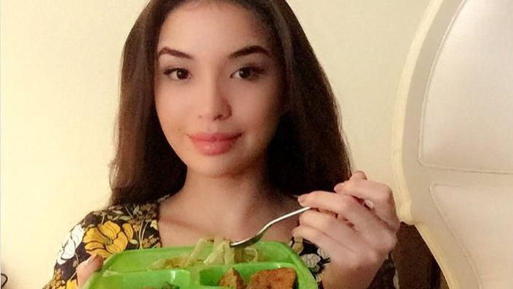 Heboh Foto Sambil Pegang Rokok, Manohara Ternyata Penggemar Makanan Vegan