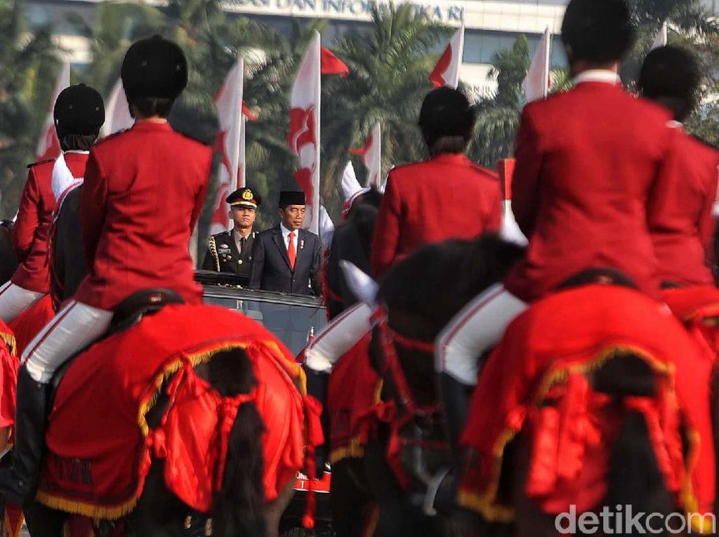 Jokowi Jadi Inspektur Upacara HUT ke-73 Bhayangkara