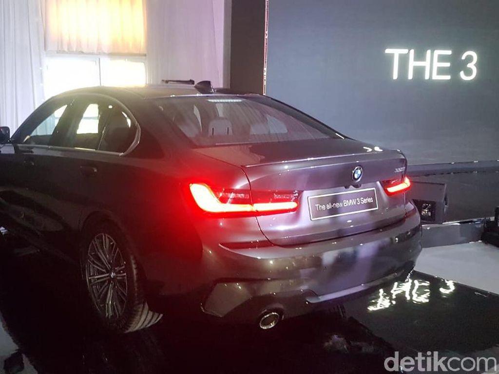 BMW Seri 3 Bisa Mundur Sendiri, Enak di Jalan Sempit
