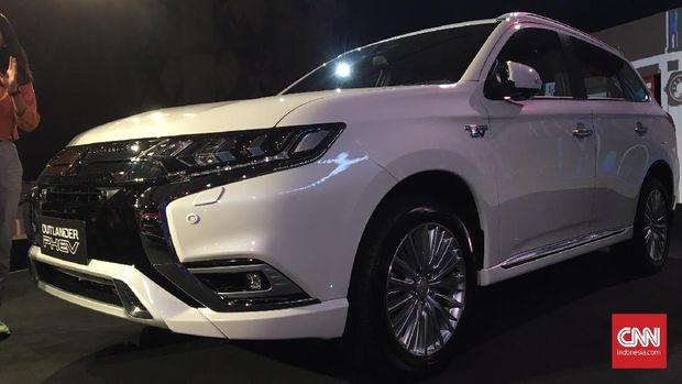 Mitsubishi Outlander PHEV dikenalkan di Jakarta Selatan, Selasa (9/7) malam.