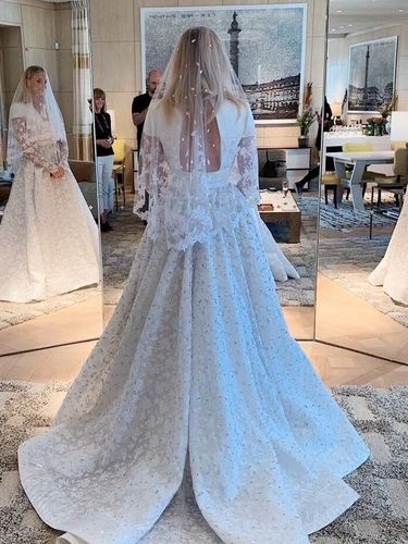 Gaun Pernikahan Sophie Turner