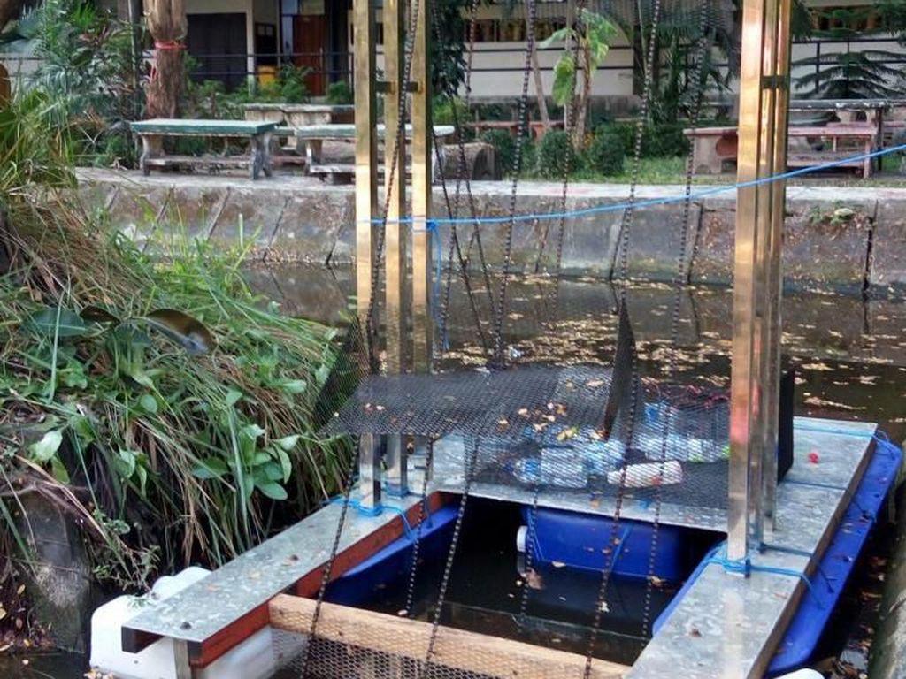 Mahasiswa ITS Rancang Alat Pembersih Sampah Otomatis di Sungai