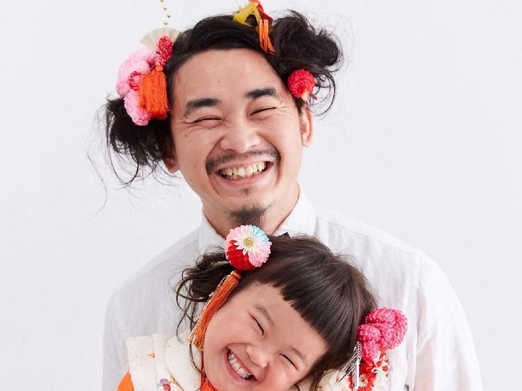 Momen Manis saat Ayah Rela Panjangkan Rambut Demi Kembaran dengan Putrinya