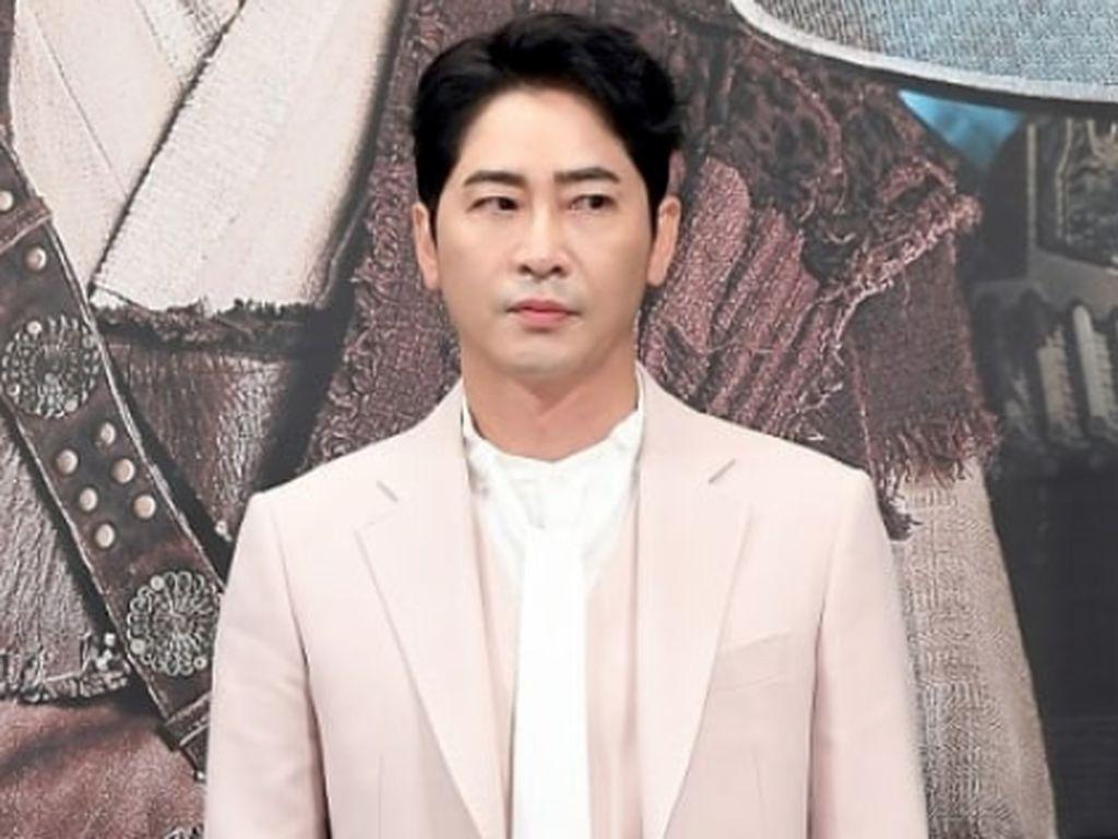 Aktor Kang Ji Hwan Akui Pelecehan Seksual, Manajemen Putus Kontrak