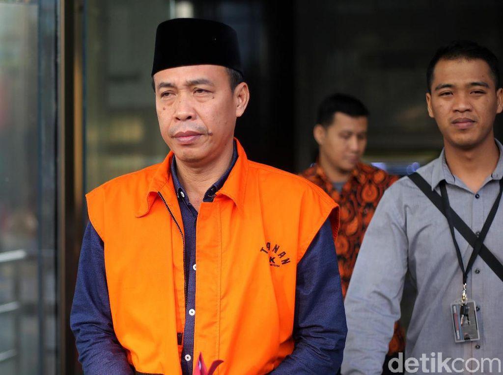 Gaya Anggota DPRD Lampung Tengah Usai Diperiksa KPK