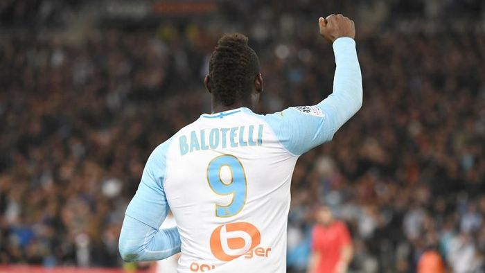 Mario Balotelli kini menjadi pemain tanpa klub setelah meninggalkan Marseille. (Foto: Boris Horvat / AFP)
