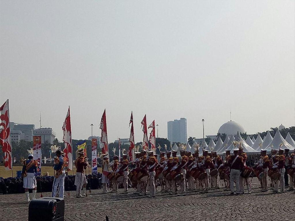 Marching Band-Atraksi Bela Diri Meriahkan HUT Bhayangkara ke-73 di Monas