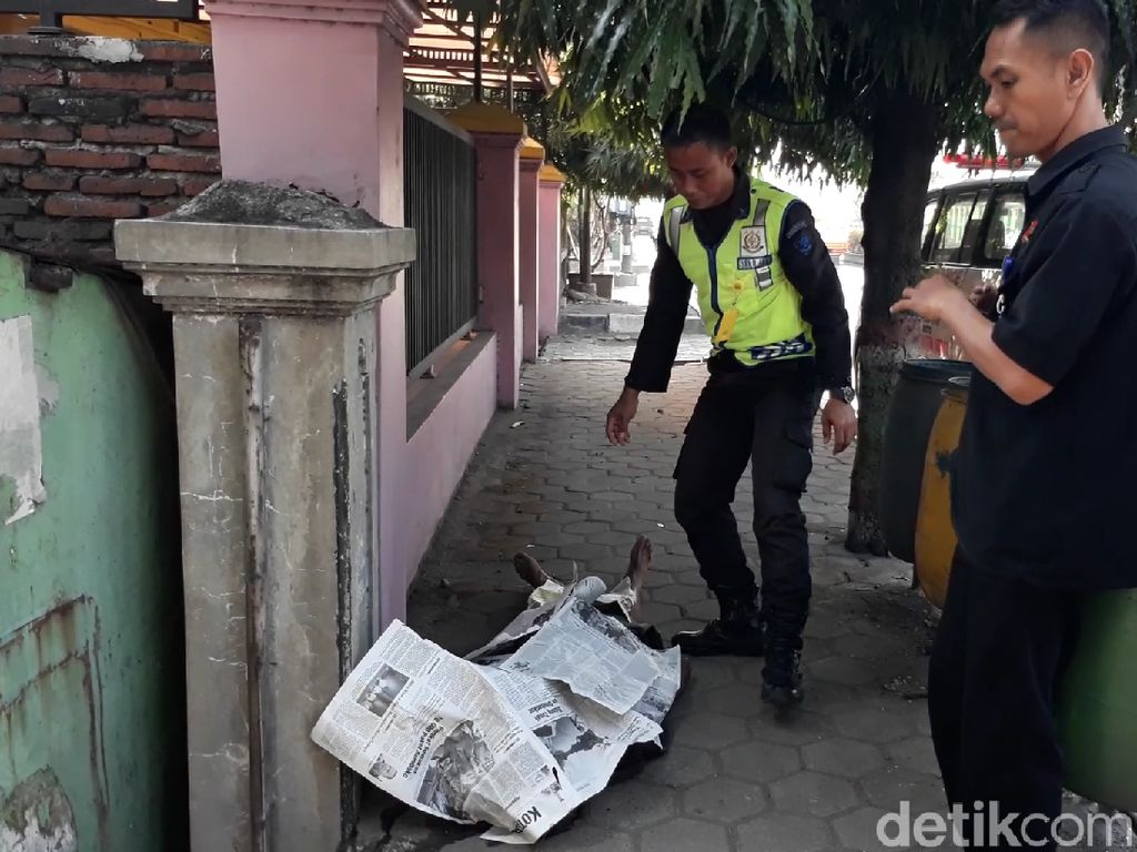 Sesosok Mayat Kakek Bersimbah Darah Ditemukan di Pinggir Jalan Brebes