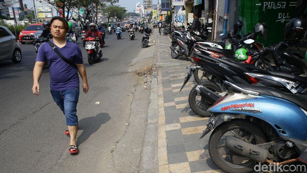 Miris, Tak Ada Tempat Bagi Pejalan Kaki di Kota Depok