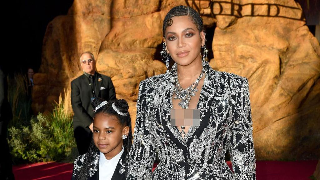 Beyonce Memukau di Premier Lion King, Pakai Gaun Bertabur Berlian